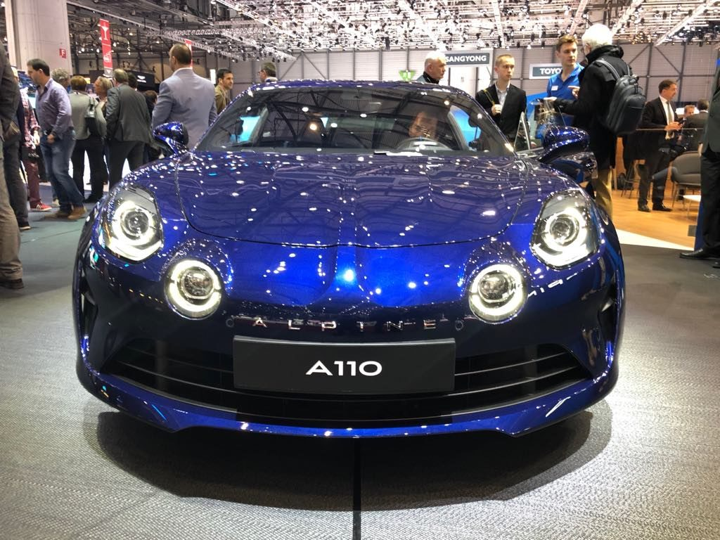 alpine a110 legende al salone di ginevra 2018 la praticit incontra la sportivit foto live. Black Bedroom Furniture Sets. Home Design Ideas