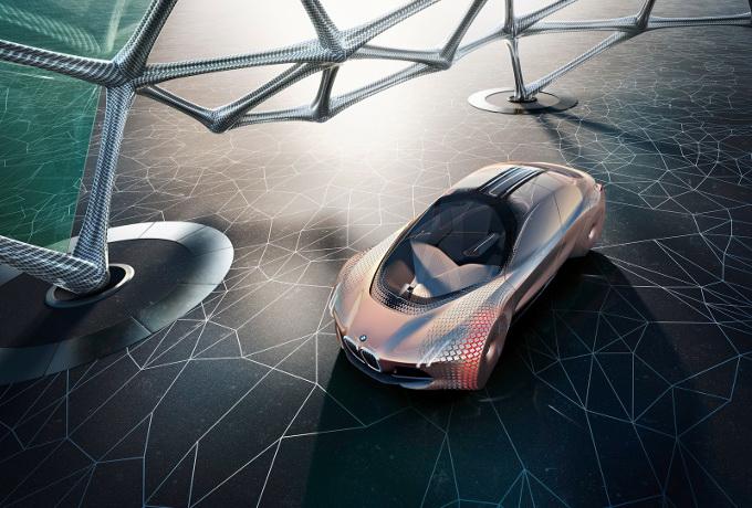 BMW non produrrà auto autonome senza pedali o senza volante