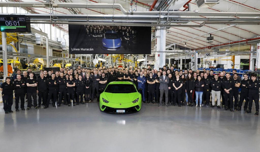 Lamborghini taglia il traguardo delle 10.000 Huracan prodotte