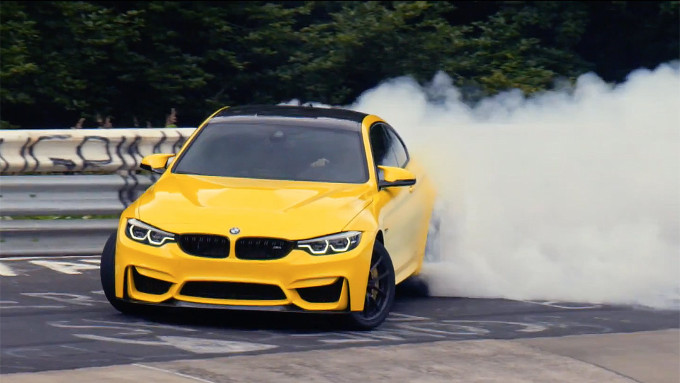 BMW M4 CS, sempre di  traverso nello spot di Pennzoil [VIDEO]