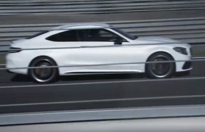 Mercedes-AMG C63 S Coupe: il restyling in pista corre verso il Salone di New York [VIDEO TEASER]