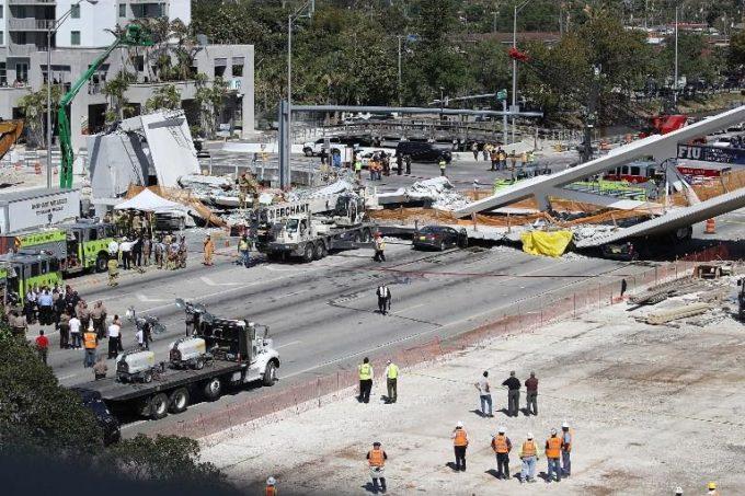 Miami, crolla un ponte pedonale sull'autostrada e schiaccia diverse auto: quattro morti