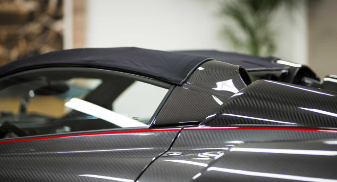 Pagani, collaborazione con Dainese per il tetto della Huayra Roadster