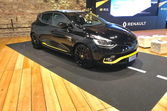 renault clio r ispirata al mondo della f1 video live. Black Bedroom Furniture Sets. Home Design Ideas