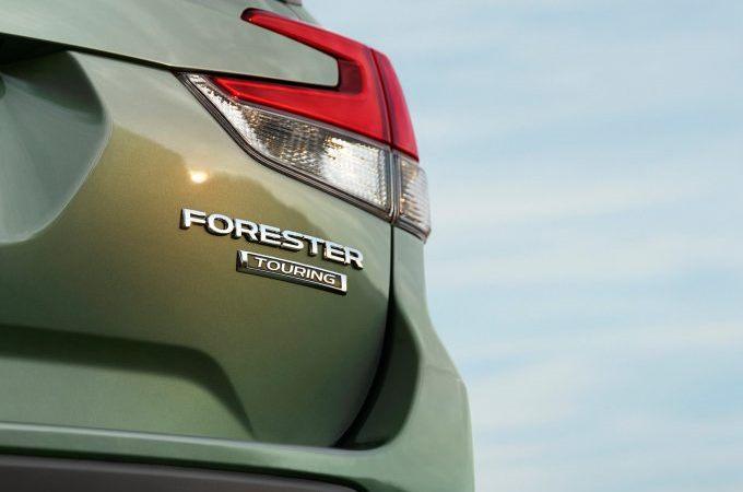 Nuova Subaru Forester: mostrato un dettaglio del posteriore [TEASER]