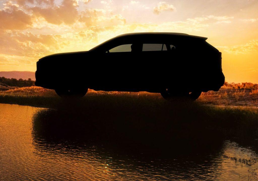Nuova Toyota RAV4: primo assaggio in vista del debutto al Salone di New York [TEASER]