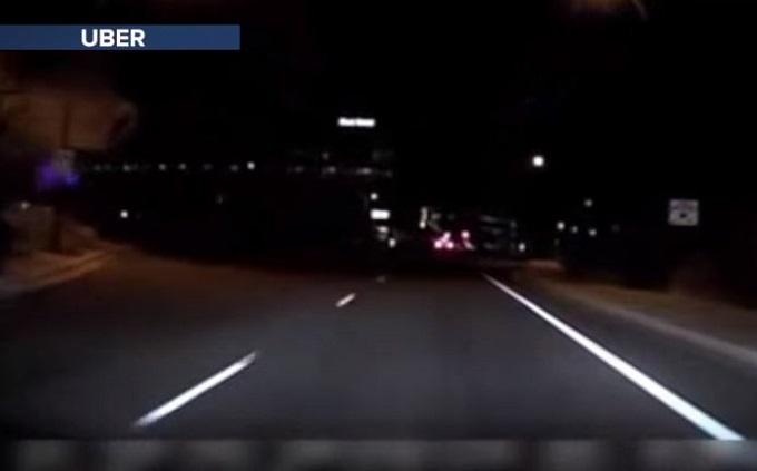 Uber, incidente dell'auto a guida autonoma: il VIDEO dell'impatto