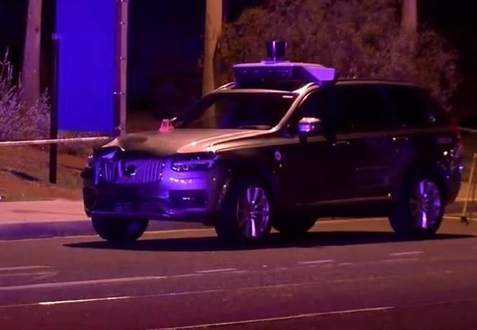 Uber, auto a guida autonoma investe e uccide una donna durante i test [VIDEO]