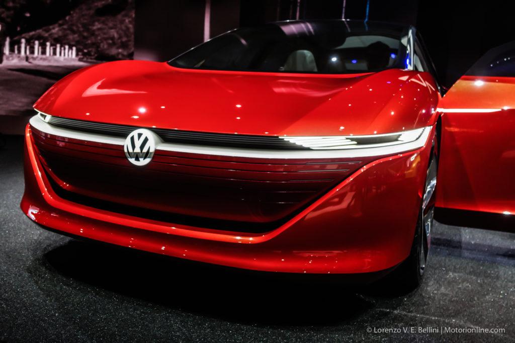 Volkswagen punta tutto sull'elettrico a Ginevra 2018: scopriamo la I.D. Vizzion [INTERVISTA]