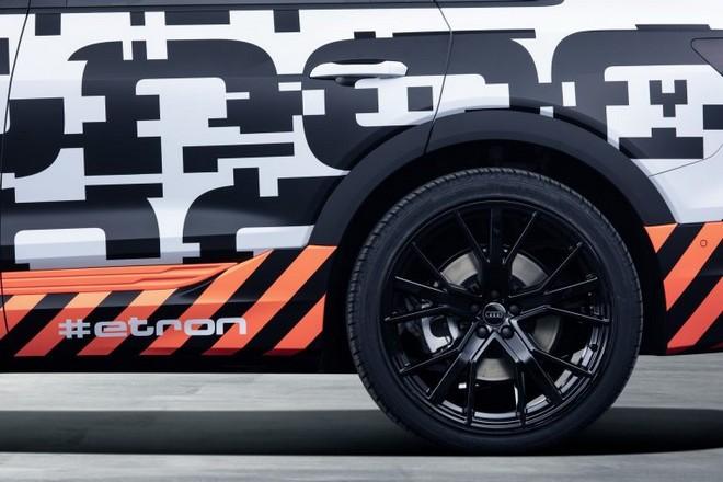 Audi e-tron: i prototipi nelle strade di Ginevra [TEASER]
