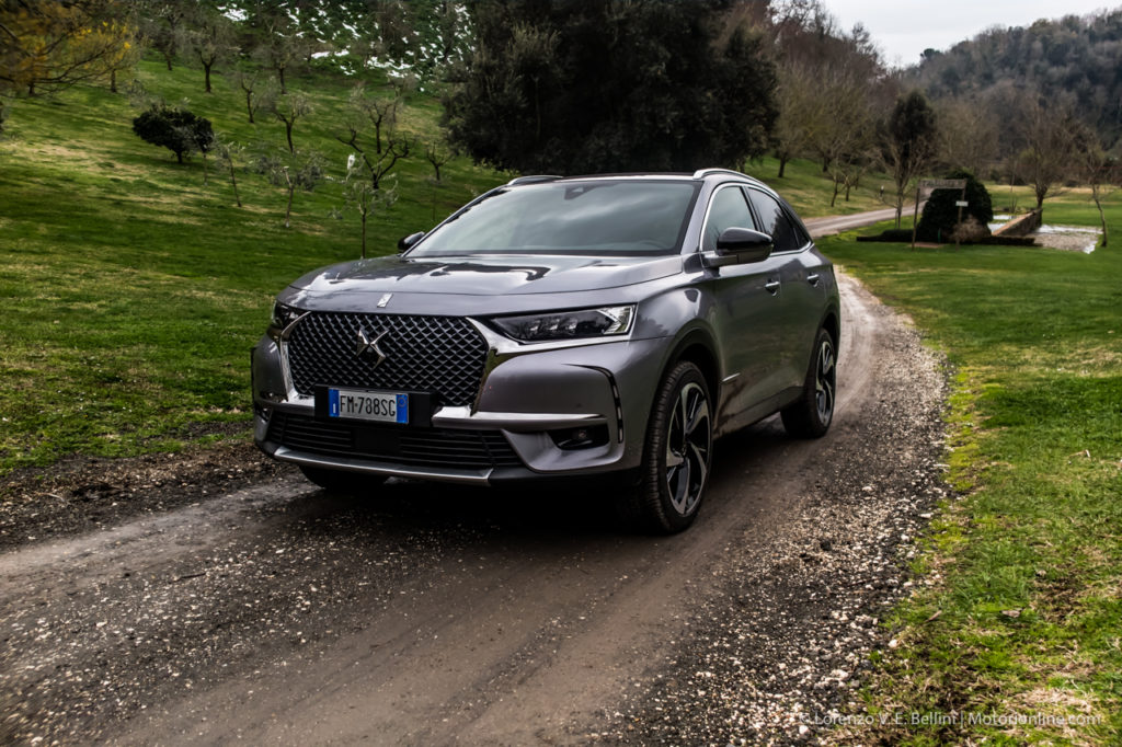 ds 7 crossback guidare sul velluto video test drive. Black Bedroom Furniture Sets. Home Design Ideas