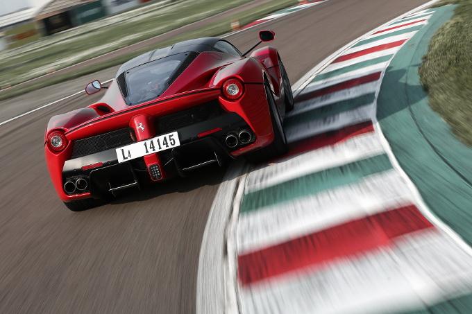 Ferrari introdurrà il V8 ibrido l'anno prossimo, forse per il suo primo SUV