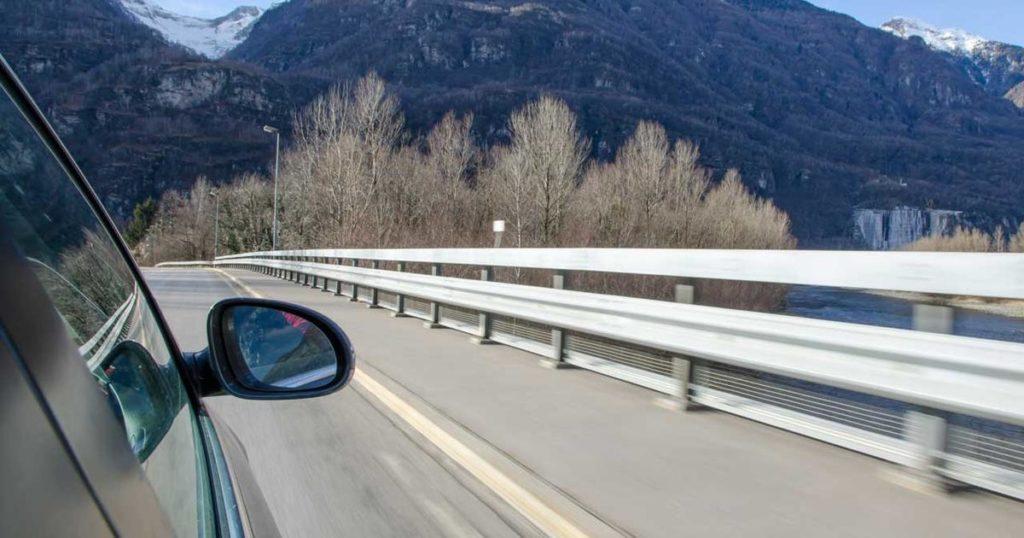 Viaggio in Svizzera in auto: le norme da sapere per evitare multe salate