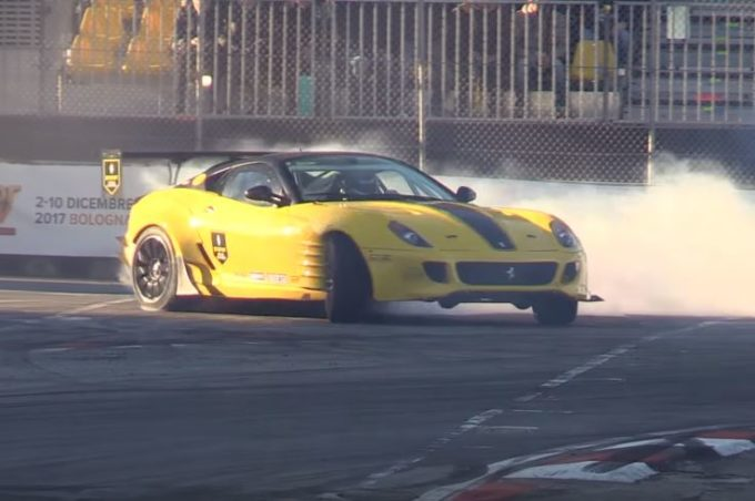 Ferrari 599 con 800 CV: tuning estremo per la Formula Drift [VIDEO]