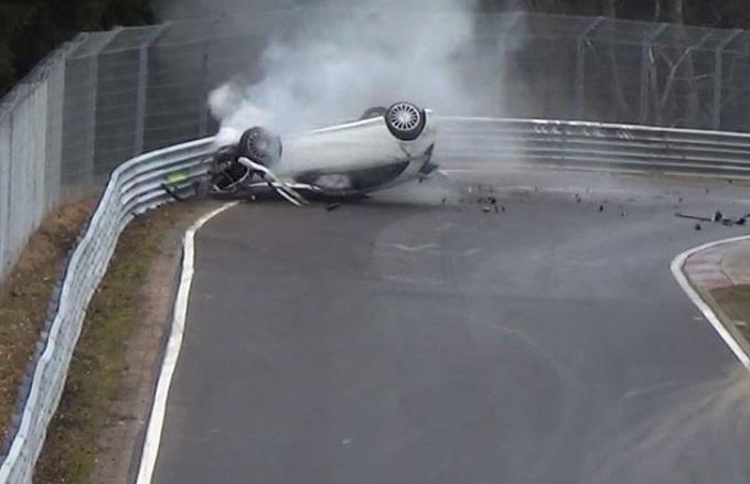 Mercedes A45 AMG: pauroso incidente al Nurburgring [VIDEO]