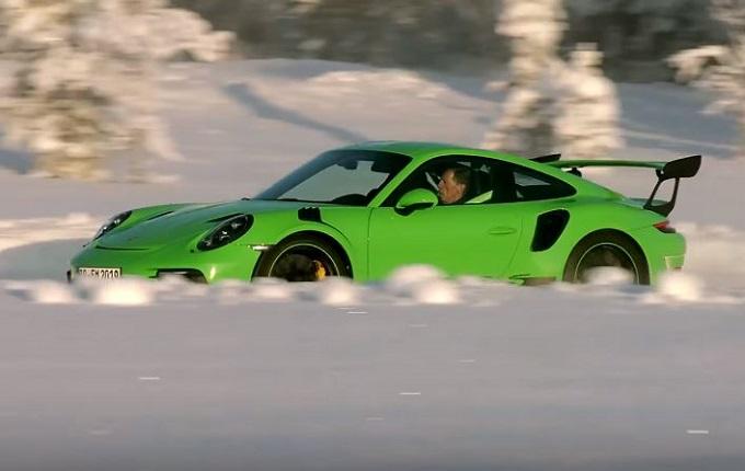 Porsche 911 GT3 RS: la sportiva tedesca danza sul ghiaccio in Finlandia [VIDEO]
