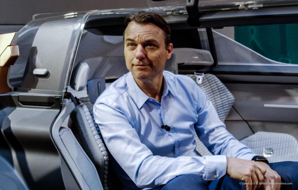 Renault: il futuro dell'auto secondo Laurens van den Acker [VIDEO INTERVISTA]