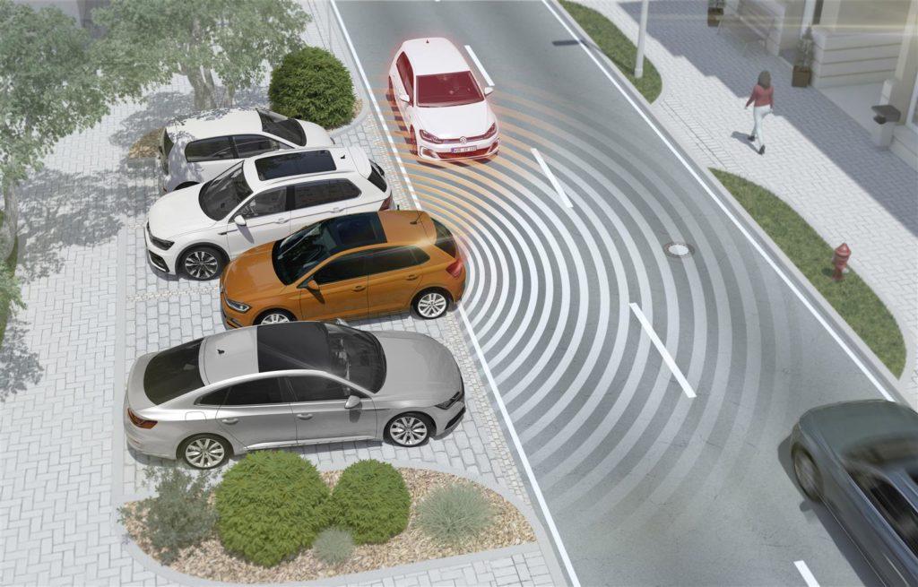 Volkswagen, grazie al Rear Traffic Alert con Blind Spot Monitor è come avere gli occhi dietro