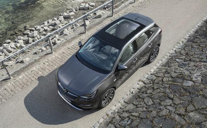 Opel: il tetto panoramico è l'opzione per vivere al meglio la primavera