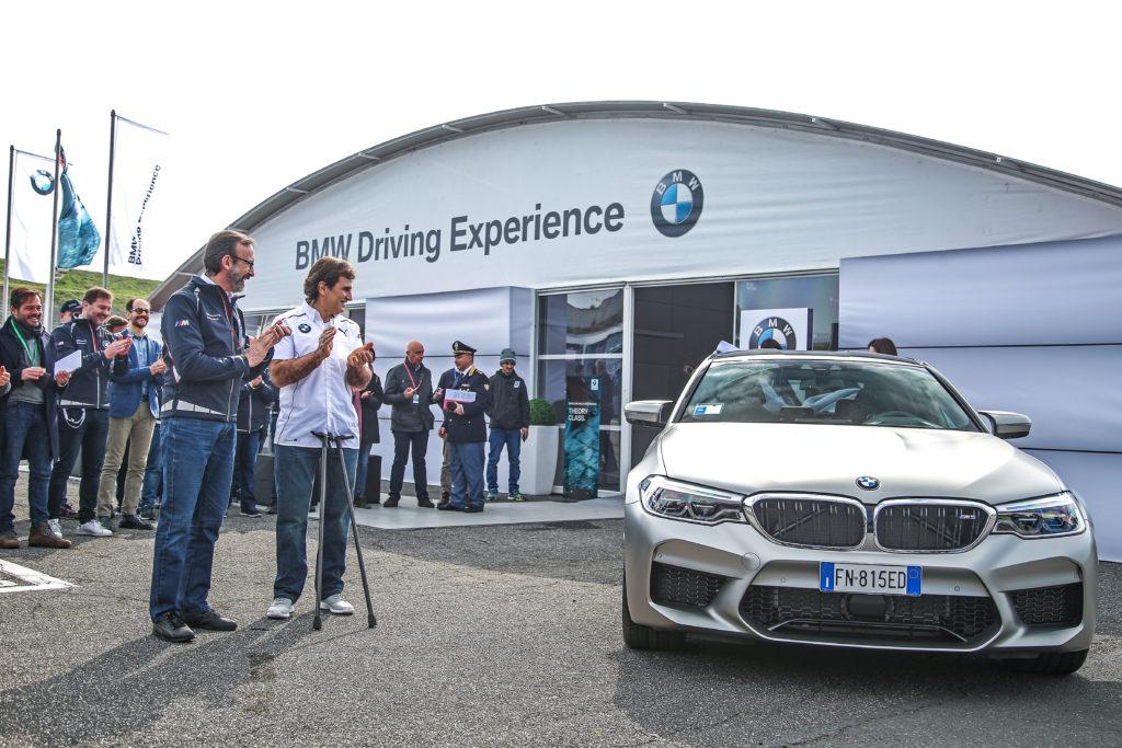 BMW M5: consegnato un esemplare ad Alex Zanardi