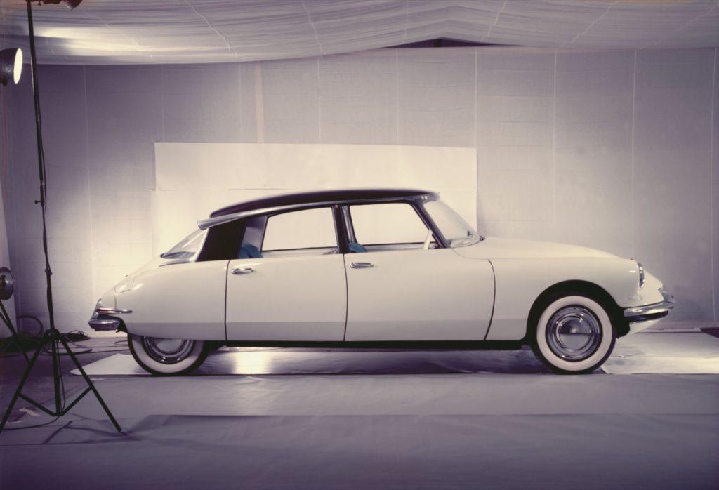 DS19: una visione distintiva dell'auto risalente al lontano 1955 [FOTO]