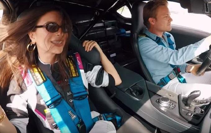 Nico Rosberg porta Emily Ratajkowski a fare un giro sulla BMW i8 [VIDEO]