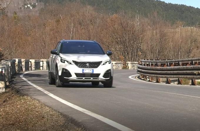 Peugeot 5008 GT: piacere di guida sulla statale della Cisa [VIDEO]
