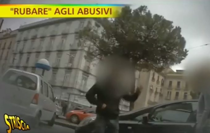 """Così viene """"rubata"""" l'auto al parcheggiatore abusivo [VIDEO]"""