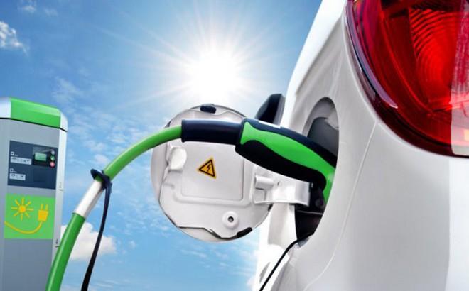 Auto elettriche e ibride: dal luglio 2019 dovranno fare rumore