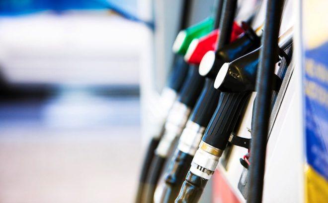 Addio schede carburanti: si paga solamente con mezzi tracciabili
