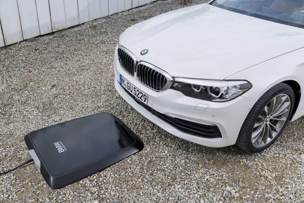 BMW 530e iPerformance: disponibile la ricarica wireless con l'inedito GroundPro