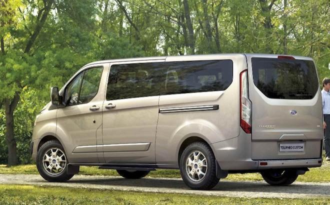 Ford Tourneo Custom: il veicolo commerciale diventa un ufficio mobile