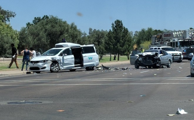Guida autonoma: incidente in Arizona per una Chrysler di Waymo [VIDEO]