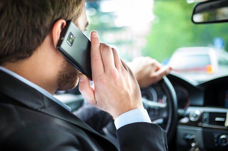 Quand'è il momento giusto per usare il cellulare alla guida?