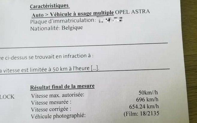 Una multa da 696 km/h, ma è al volante di un'Opel Astra