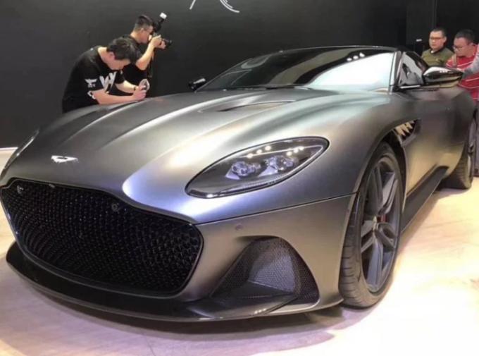 Aston Martin DBS Superleggera: lo stile si fa più aggressivo rispetto alla DB11 [FOTO LEAKED]