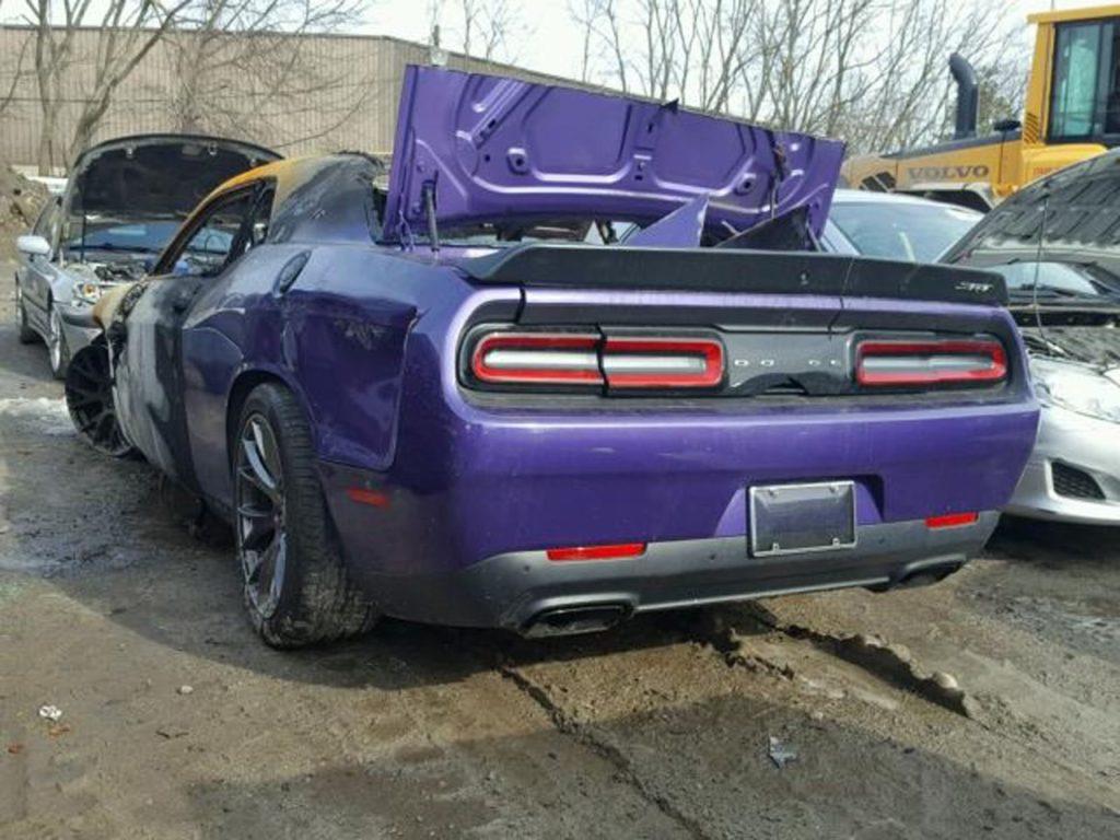 Dodge Challenger SRT Hellcat: un esemplare è andato a fuoco a Boston