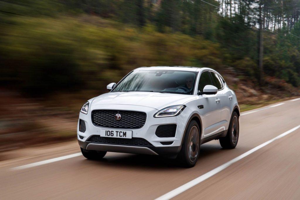 Jaguar E-Pace: ora disponibili le sospensioni adattive e un nuovo motore a benzina