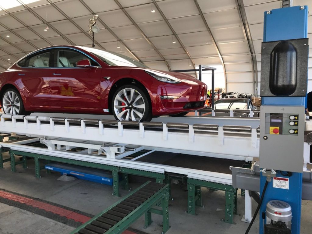 Tesla Model 3: prodotta la prima versione sportiva Dual Motor Performance