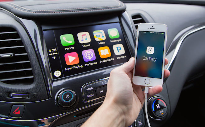 Apple CarPlay e Android Auto distraggono meno gli automobilisti