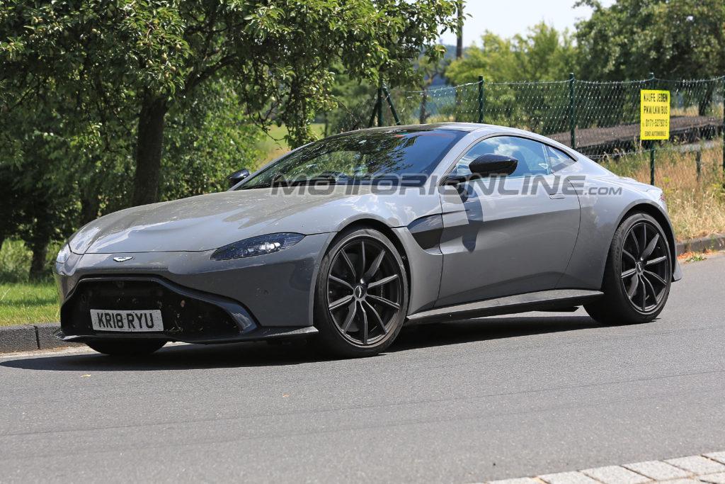 Aston Martin Vantage S foto spia 24 luglio 2018