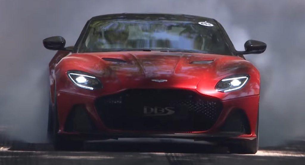 Nuova Aston Martin DBS Superleggera: burnout e hot lap a Goodwood 2018 [VIDEO]