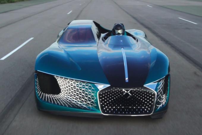 DS X E-Tense, la futuristica dream car scende in strada [VIDEO]