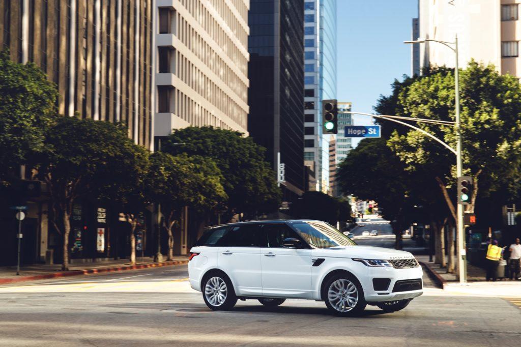 Range Rover Sport: debuttano il 3.0 SDV6 e l'Adaptive Cruise Control con Stop and Go