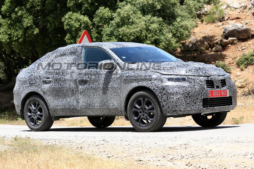 Renault Captur Coupe foto spia 4 luglio 2018