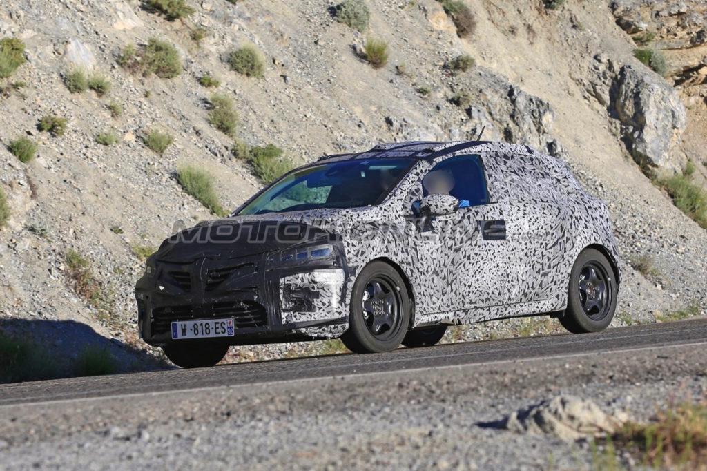 Nuova Renault Clio: un'altra occhiata alla fase di sviluppo [VIDEO SPIA]