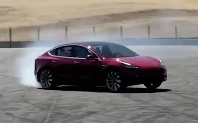 Tesla Model 3: il primo VIDEO della versione Performance