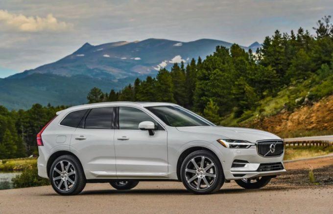 Volvo XC60 B4 AWD e B5 AWD: in arrivo le varianti elettriche del SUV?