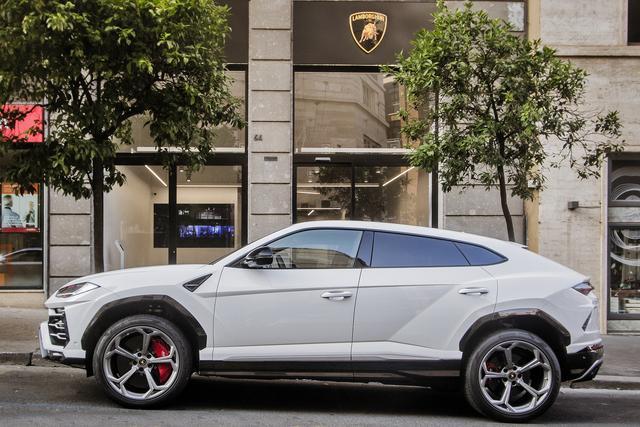 Lamborghini: inaugurato a Roma il quarto showroom sul territorio italiano