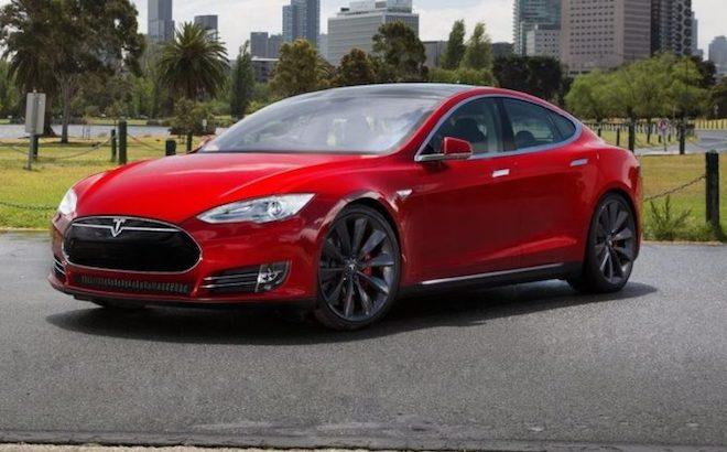 Tesla: arriva il 'parental control' per la velocità